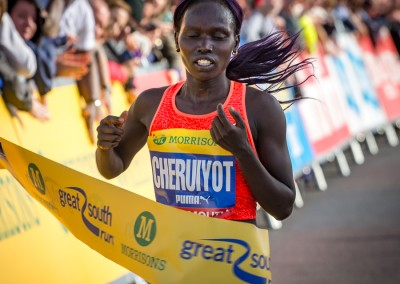Vivian Cheruiyot wins the Great South Run 2015 women's race