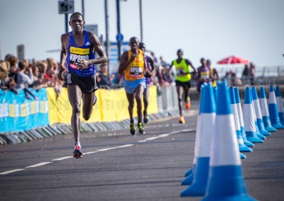 Moses Kipsiro approaches the finish